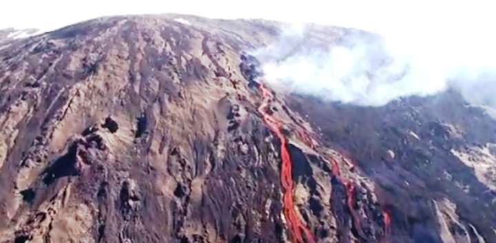 Reunion Island Volcano Erupts Again After Four Years