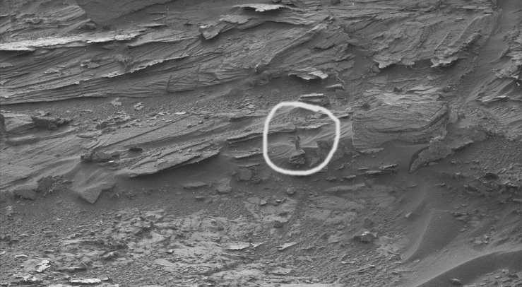 Woman shape on Mars